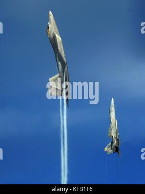 A U.S. Air Force F-22 Raptor stealth tactical fighter aircraft (left) and a U.S. Air Force F-15 Eagle tactical fighter - Stock Photo