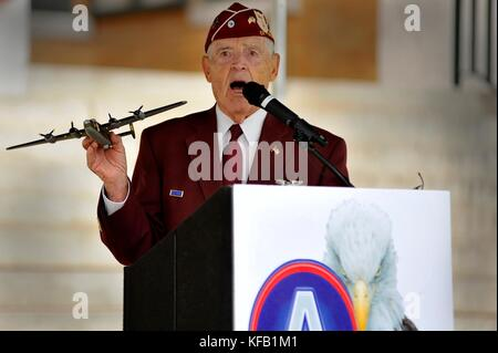 World War II veteran and former prisoner of war Louis Blanding Fowler speaks during a ceremony recognizing prisoners - Stock Photo