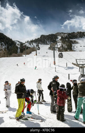 USA, Colorado, Aspen, skiers at the base of Aspen Mountain Ski Resort with the gondola in the distance, Ajax - Stock Photo