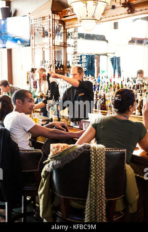USA, Colorado, Aspen, pouring drinks at the J-Bar at the Jerome Hotel on Main Street - Stock Photo