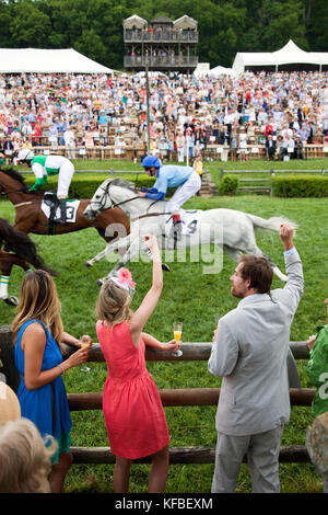 USA, Tennessee, Nashville, Iroquois Steeplechase, spectators watch and cheer on horses during the first race of - Stock Photo