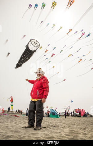USA, Washington State, Long Beach Peninsula, Ron Gibian with his bearded man face kite at the International Kite Festival, Ron is a member of the Phoe