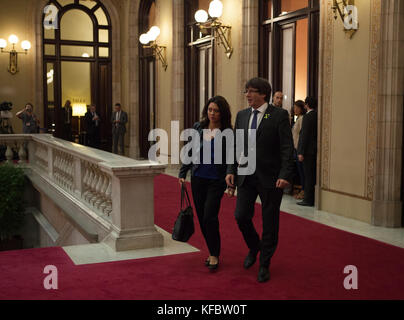 Barcelona, Spain. 27th October, 2017.    President of Catalonia, Carles Puigdemont, arrives to the Catalonia Parlament - Stock Photo