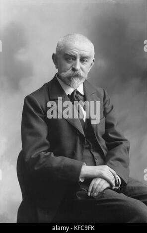 Joris-Karl Huysmans (1848-1907), in 1905.  French writer   Boissonas and Taponier Photo Photo12.com - Coll. Taponier - Stock Photo