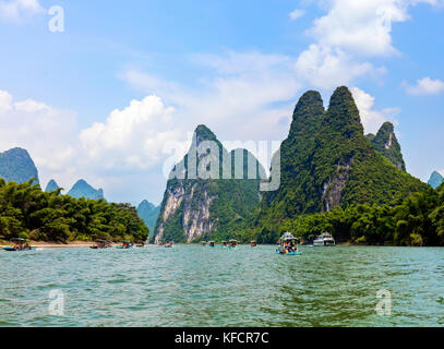 Stock Photo - Tourist cruise boats on the Li river near Yangshuo, Guilin, China - Stock Photo