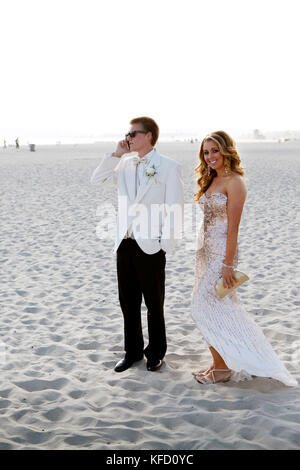 USA, California, San Diego, Coronado Island, prom couple Adam Whalen and Audrey Jarvis on the beach in front of - Stock Photo