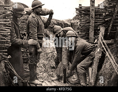 Russian soldiers in a trench , France 1916 World War I - First World War, The Great War, 28 July 1914 to 11 November - Stock Photo