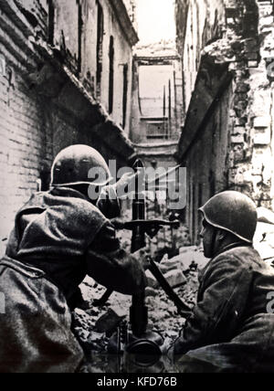 Fighting in the streets of Stalingrad a Soviet mortar in Action World War ( The Battle of Stalingrad 1942 –1943 - Stock Photo