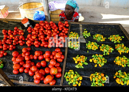 BURKINA FASO, Provinz Poni, Gaoua, market, woman sells vegetables like chillies, tomatos / Markt, Verkauf Gemuese, - Stock Photo