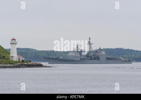 US Navy Aegis guided missile cruiser USS SAN JACINTO entering Halifax Harbour, Nova Scotia, Canada. - Stock Photo