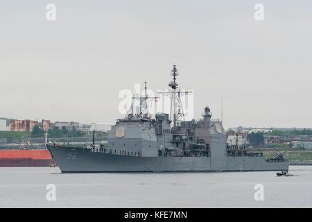 US Navy Aegis guided missile cruiser USS SAN JACINTO entering Halifax Harbour, Nova Scotia, Canada. - Stock Photo