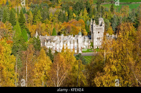 BALMORAL CASTLE ROYAL DEESIDE ABERDEENSHIRE SCOTLAND AUTUMNAL TREES SURROUND THE CASTLE - Stock Photo