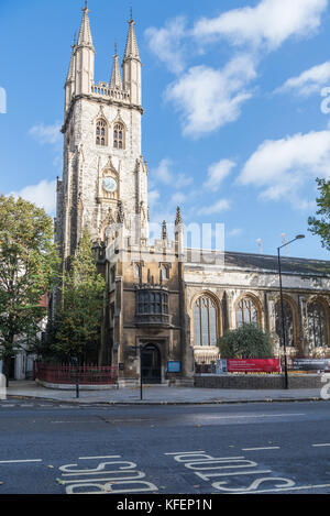 Church of the Holy Sepulchre, also known as St. Sepulchre-without-Newgate, stands on Holborn Viaduct in the City - Stock Photo