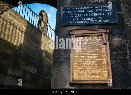 Entrance to Old Calton burying ground cemetery, Edinburgh, Scotland, UK, with a gilt list of names of famous people - Stock Photo