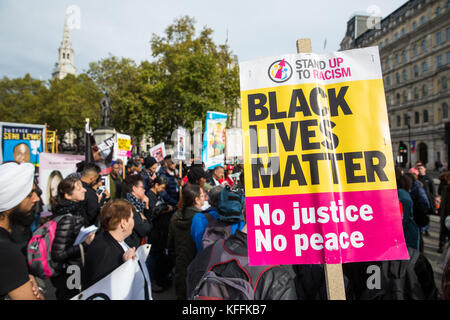 London, UK. 28th October, 2017. Campaigners from the United Families and Friends Campaign (UFFC) prepare to take - Stock Photo