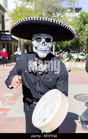 San Antonio, Texas, USA. 29th Oct, 2017. A costumed drummer performs at a San Antonio Texas Day of the Dead, Dia - Stock Photo