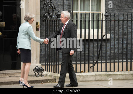 Downing Street, London, UK. 30th Oct, 2017. Prime Minister Theresa May welcomes the First Minister of Wales, Carwyn - Stock Photo
