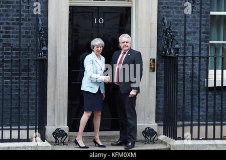 London, UK. 30th Oct, 2017. Prime Minister Theresa May welcome the First Minister of Wales Carwyn Jones to Number - Stock Photo