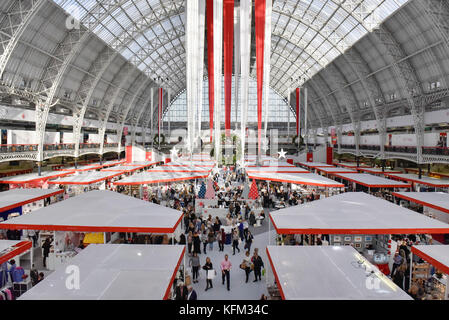 London, UK.  30 October 2017. A general view of the decorated interior space at the Spirit of Christmas Fair at - Stock Photo