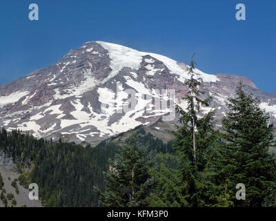 Mount Rainier, USA. 1st Sep, 2017. The summit of Mount Rainier photographed on the in Mount Rainier, US, 1 September - Stock Photo
