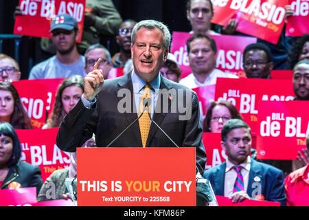 New York, USA. 30th Oct, 2017. New York Mayor Bill de Blasio addresses a campaign rally in New York city. Senator - Stock Photo