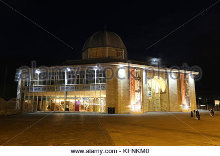 Discovery Point Visitors Centre by night Dundee Scotland  October 2017 - Stock Photo