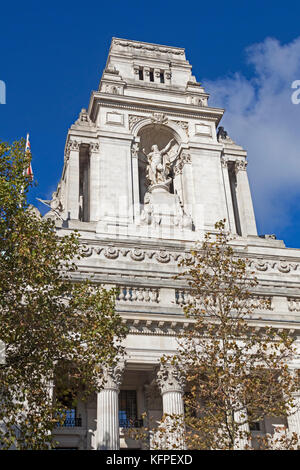 City of London  10 Trinity Square, formerly the Port of London Authority building, standing at the top of Tower - Stock Photo