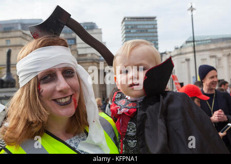 London, UK. 31st October, 2017. Campaigners stage a demonstration dressed up as (Egyptian) mummies in support of - Stock Photo
