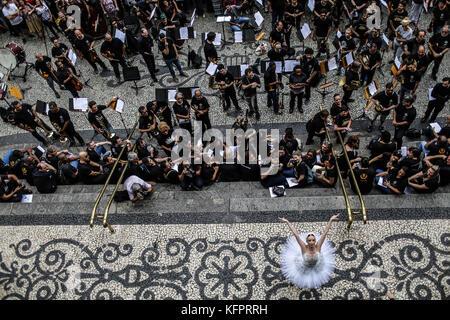 Dancer Deborah Ribeiro (R), soloist of the Municipal Theater of Rio de Janeiro, performs as a protest for the unpayment - Stock Photo