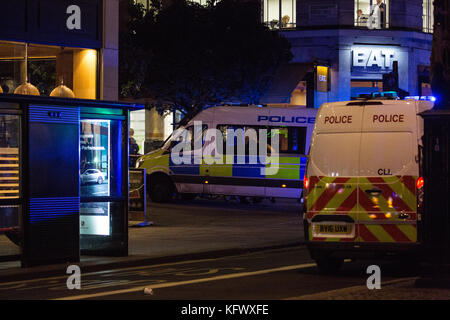 London, UK. 1st November, 2017. Police vehicles respond to a security incident close to Southampton Street, Covent - Stock Photo