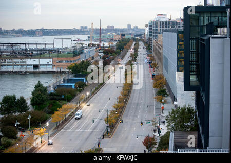 New York, USA. 1st November, 2017. On the morning after a man drove a truck down the bicycle path linking Houston - Stock Photo