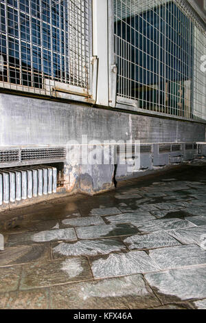 Berlin, Germany. 17th Aug, 2017. Damages of the base of the predator house can be seen in the Zoological Garden - Stock Photo