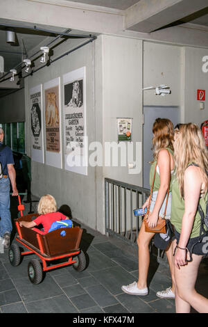 Berlin, Germany. 17th Aug, 2017. Visitors walk through the predator house in the Zoological Garden in Berlin, Germany, - Stock Photo