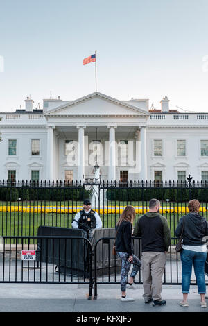 Armed American Secret Service agent standing behind a barricade in front of the White House in Washington, DC, United - Stock Photo