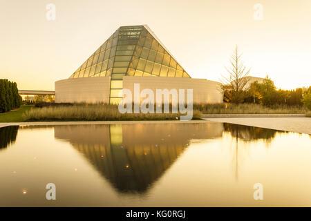 Toronto, Canada - Oct 19, 2017: View of the Ismaili Centre prayer hall at sunset. Toronto, Canada - Stock Photo