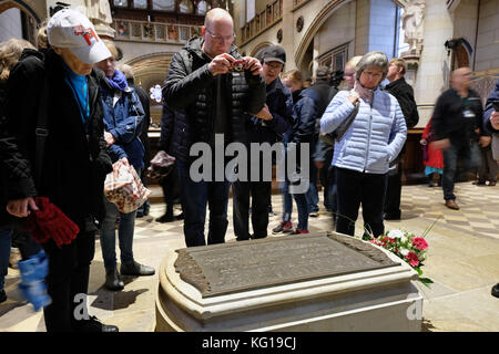 Visitors at the tomb of the church reformer Martin Luther (1483 - 1546) in the castle church in Wittenberg (Saxony - Stock Photo