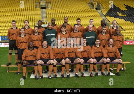 Wolverhampton Wanderers team 2001 back row Kenny Miller, Carl Robinson, Nathan Blake, George Ndah, Joleon Lescott, - Stock Photo