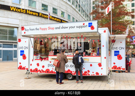 Canary Wharf, London, UK. 1st Nov 2017. People in Canary Wharf buy poppies from a new temporary Royal British Legion - Stock Photo