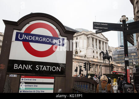 London, UK. 2nd November, 2017. The London Underground station at Bank in the City of London was evacuated due to - Stock Photo