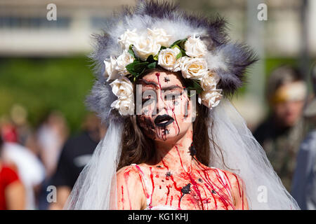 Sao Paulo, Sao Paulo, Brazil. 2nd Nov, 2017. Participants dressed in zombie costumes during the Zombie Walk in Sao - Stock Photo
