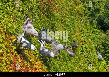 Marburg an der Lahn, Hessen :  Der Wolf und die sieben jungen Geisslein - Grimm-Dich-Pfad Skulpturenpfad Grimm's - Stock Photo
