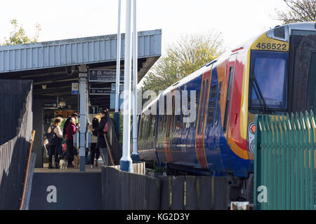 Barnes Bridge Railway Station platform, Barnes, London Borough of Richmond upon Thames, Greater London, England, - Stock Photo