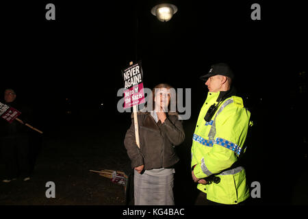 Manchester, UK. 3rd November, 2017. Anti racism campaigner talking to a Police officer, Castlefield, Manchester,3rd - Stock Photo