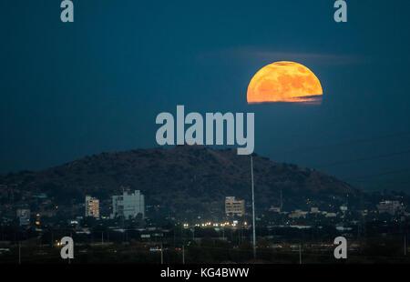 Hermosillo Sonora, Mexico. 3rd November, 2017. Full Moon rising over the city Hermosillo Sonora Mexico, during baseball - Stock Photo