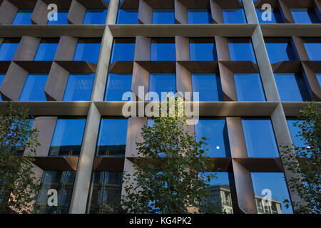 Exterior of the new Bloomberg London Building, seen from the Queen Victoria Street side, on 30th October 2017, in - Stock Photo