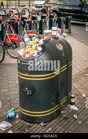 Overflowing litter bin in Kensington, London, UK - Stock Photo