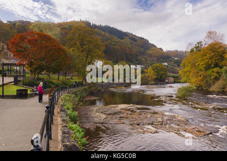 View down the River Dee and the Victoria promenade in the rural Welsh town of Llangollen in North Wales - Stock Photo