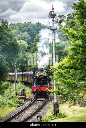 A steam locomotive rounds the bend on the Severn Valley Railway - Stock Photo