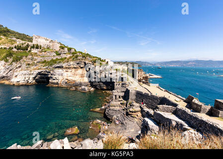 Poet' gulf view from the St. Peter Church in Portovenere, on the left a small bay with crystal clear water, right - Stock Photo