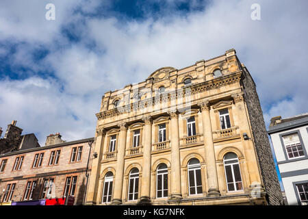 Carrubbers Christian Centre and historic building fronts facades on The Royal Mile, Edinburgh, Scotland, UK. Architect - Stock Photo
